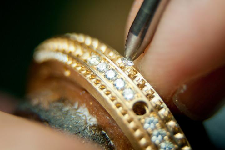 百达翡丽售后服务中心重新给百达翡丽腕表镶钻